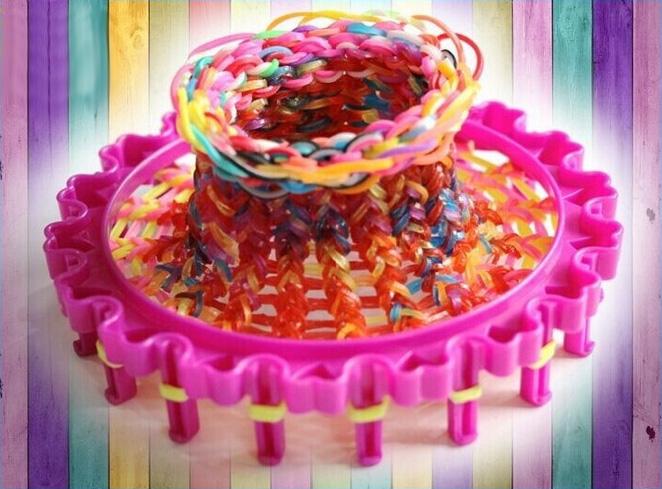 Плетение из резинок на круглом станке для